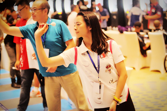 山东姑娘获2015年中国飞镖联